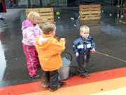 Die Kinder des Zunftmeisters bewiesen mit dem Abspritzen der Gäste und ihres Vaters, dass sie Wasserratten sind.