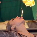 Jennifer Gasser spielt mit Feuer